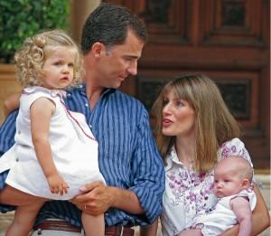 Принц Фелипе с супругой Летицией и дочерьми.